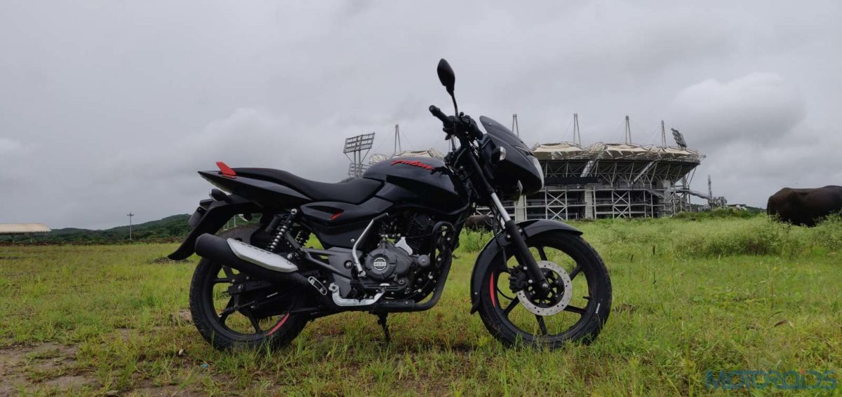 Pulsar 125 Neon Review right side