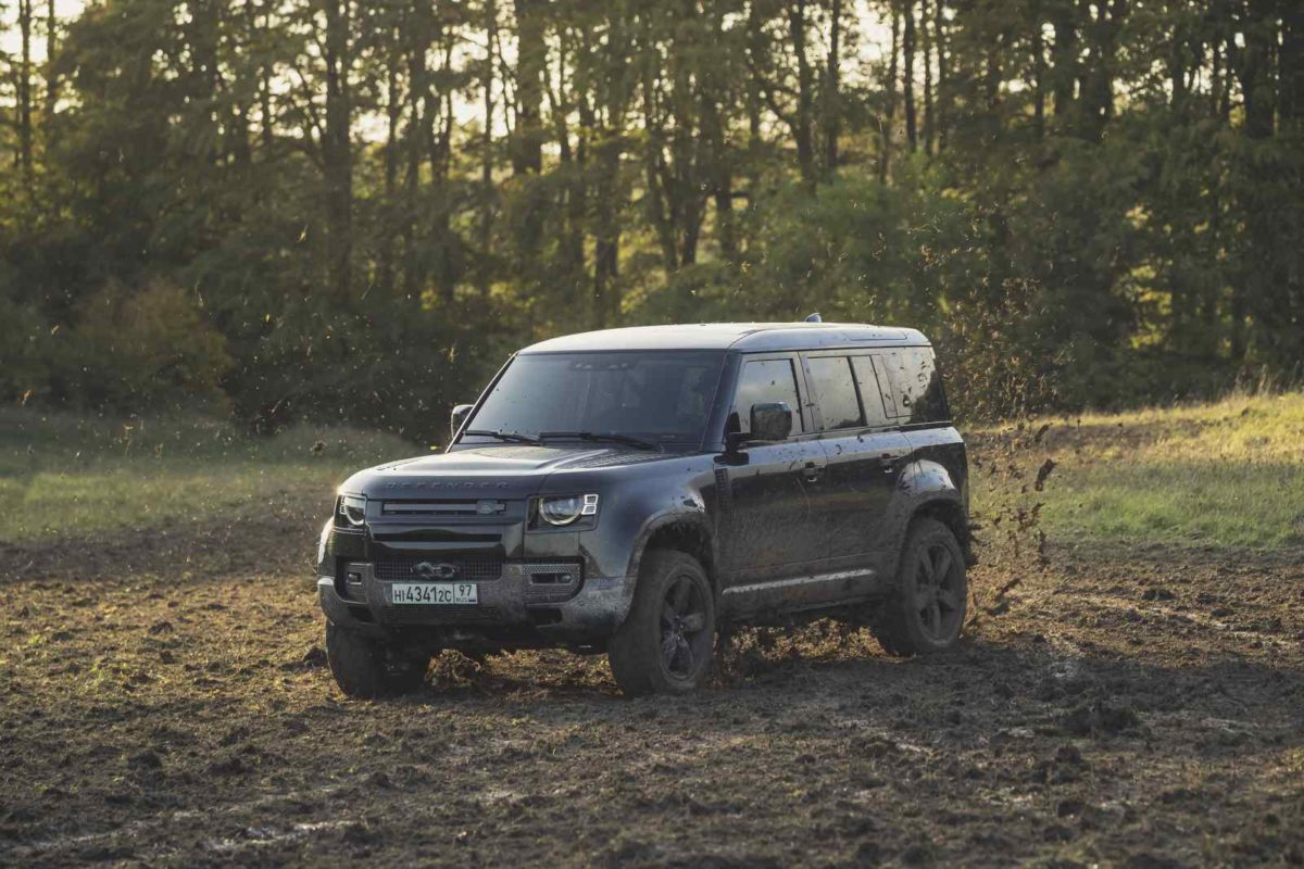 Behind the scenes image of the New Land Rover Defender featured in No Time To Die – 1