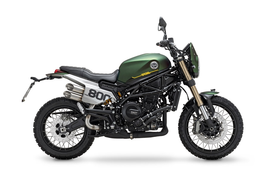 Benelli Leoncino 800 Trail side right