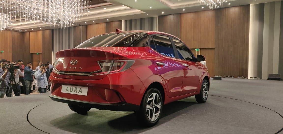Hyundai Aura sedan red (1)