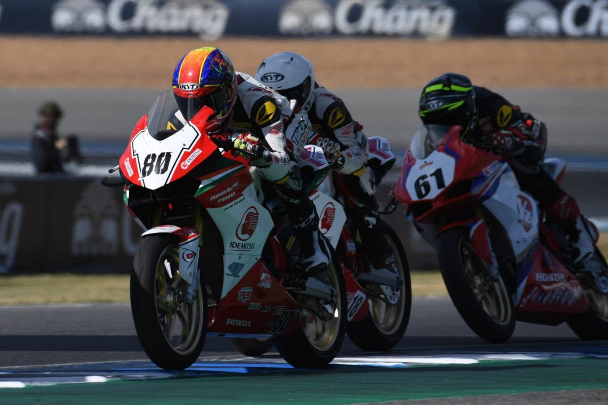IDEMITSU Honda Racing India's Rajiv (80) battles for lead in AP 250 race 2