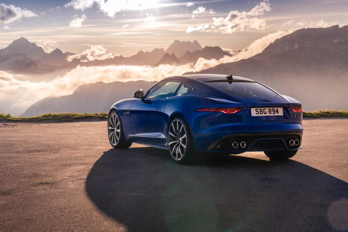 Jag_F TYPE_R_21MY_Velocity_Blue_Reveal_Switzerland_02.12.19_02