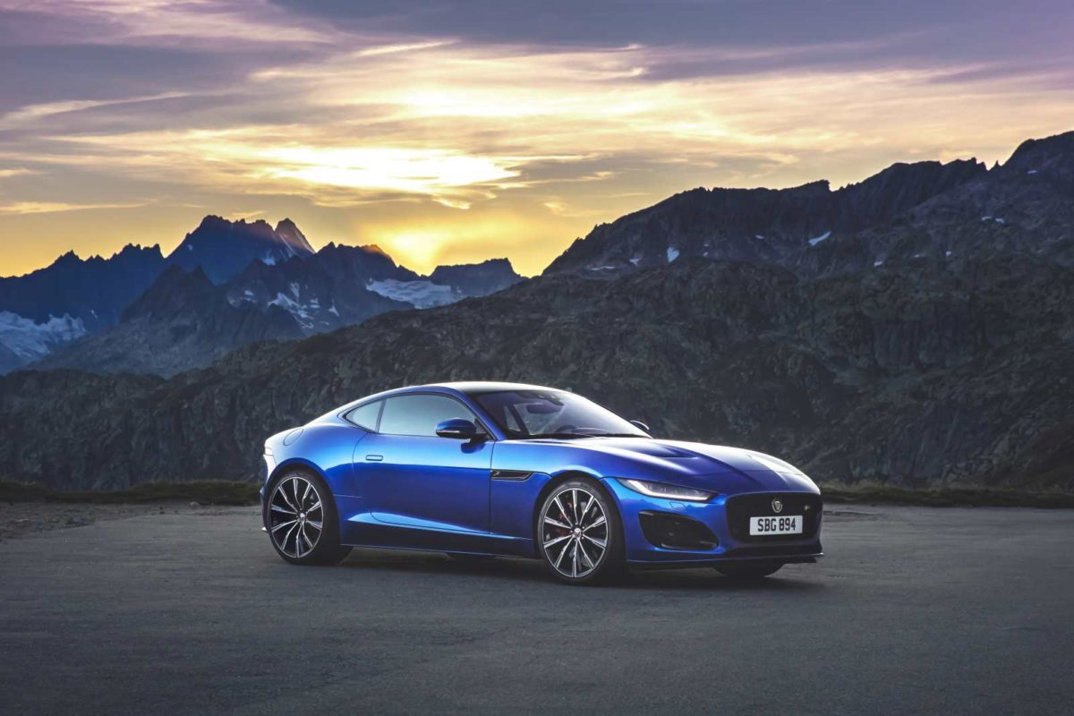 Jag_F TYPE_R_21MY_Velocity_Blue_Reveal_Switzerland_02.12.19_03