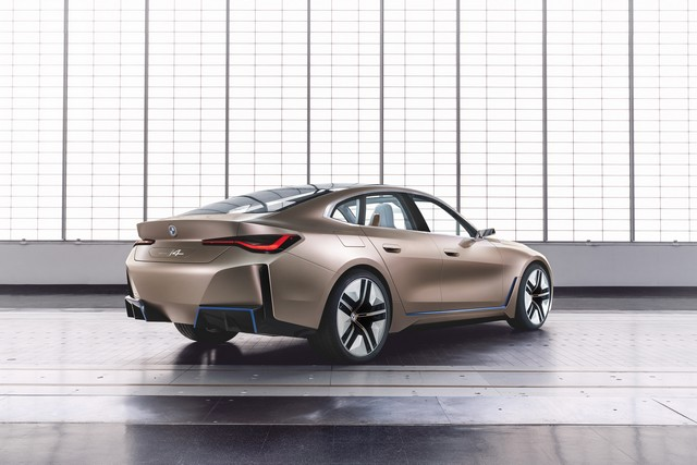 BMW i4 3