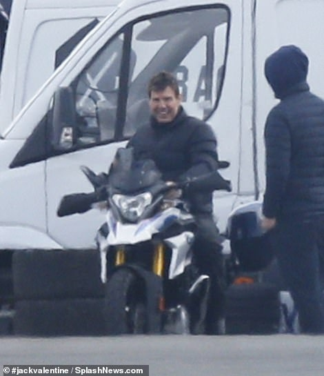 Tom Cruise Mission Impossible 7 Bike Chase (1)