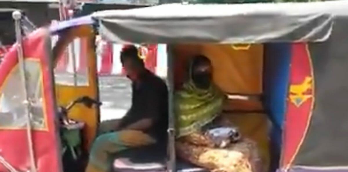 E rickshaw driver social distancing