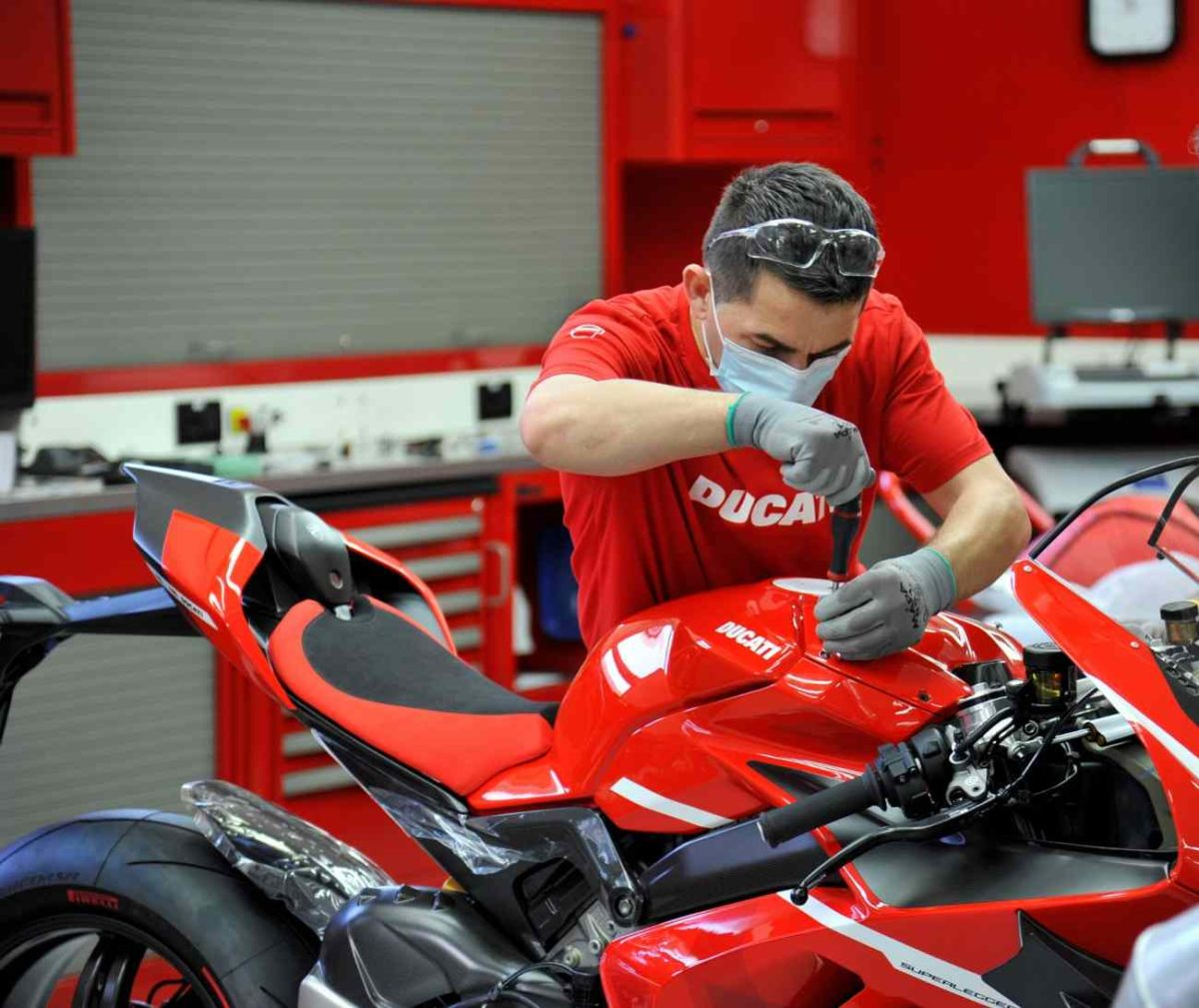 Ducati Superleggera V4 production
