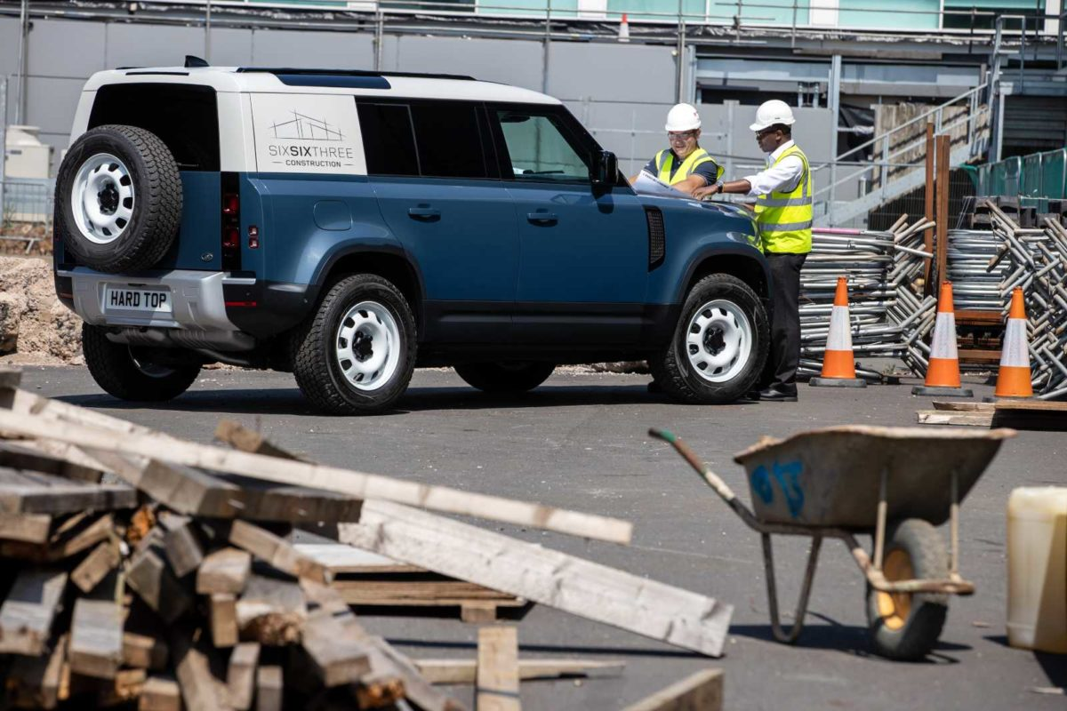 LAND ROVER DEFENDER MEANS BUSINESS AS HARD TOP NAME RETURNS FOR NEW COMMERCIAL – 1 (1)