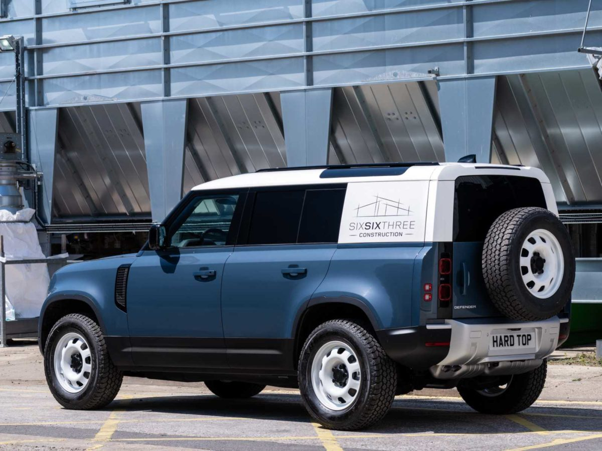 LAND ROVER DEFENDER MEANS BUSINESS AS HARD TOP NAME RETURNS FOR NEW COMMERCIAL – 3 (1)