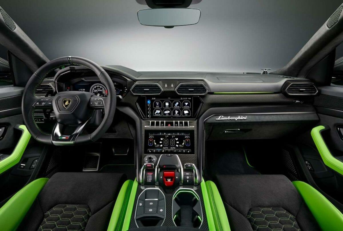 Lamborghini Urus Pearl Capsule – Green interior front (1)