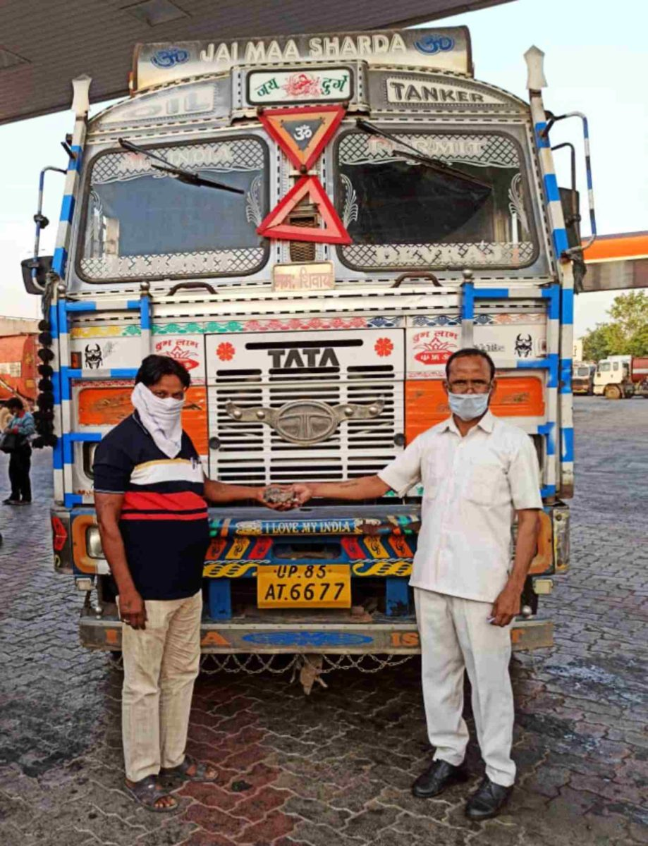 Tata Motors supports frontline hero truckers_ provides food and medical supplies, across India
