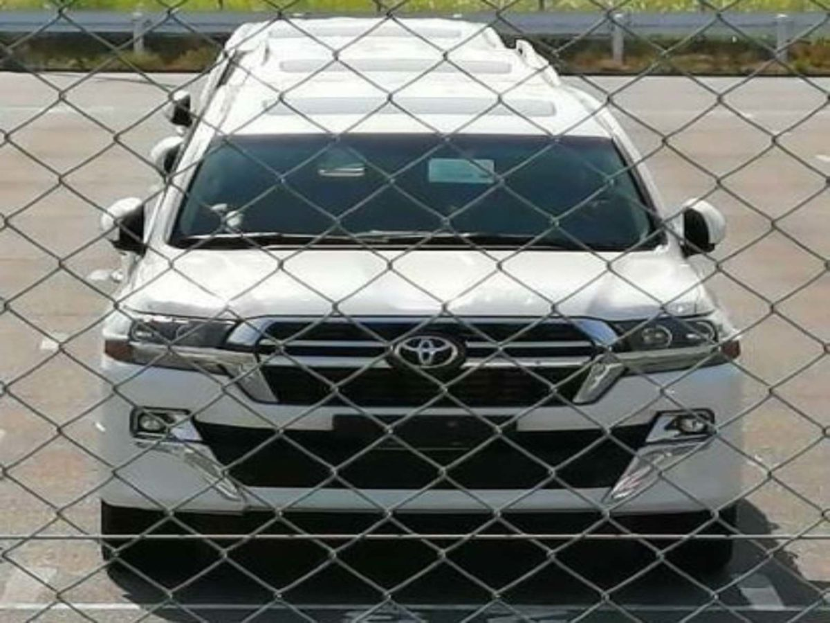 Toyota Land Cruiser facelift front