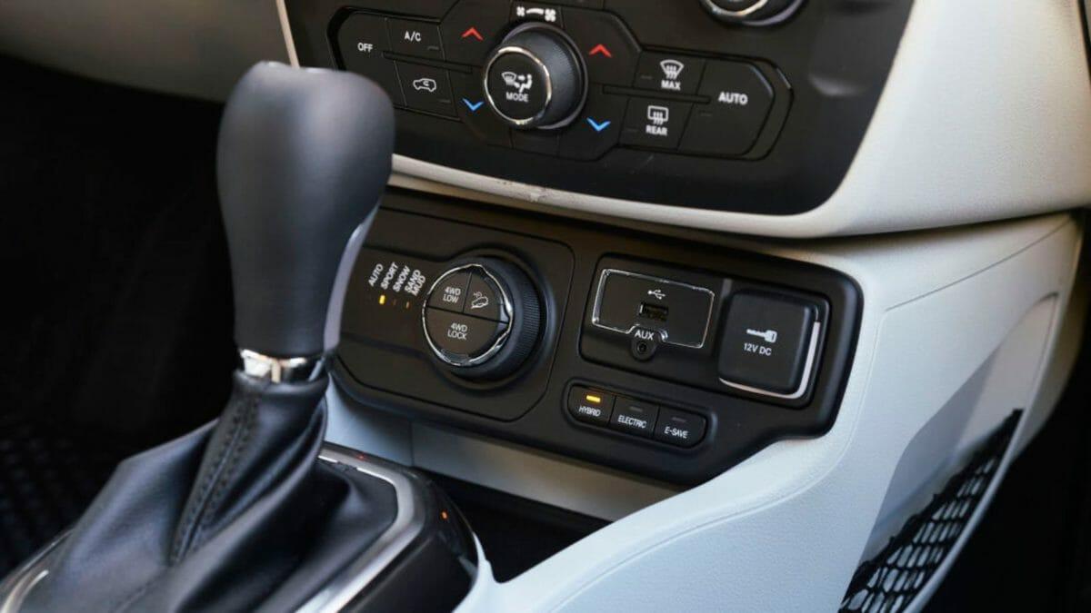 2021 jeep renegade 4xe cabin