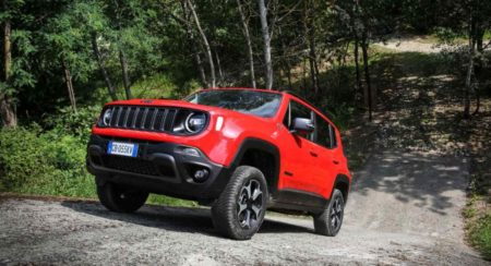 2021-jeep-renegade-4xe-front-quarter