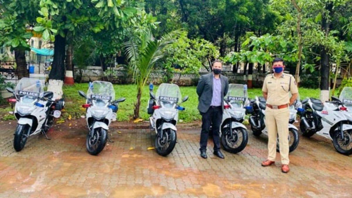 Mumbai police gixxer 250 (1)