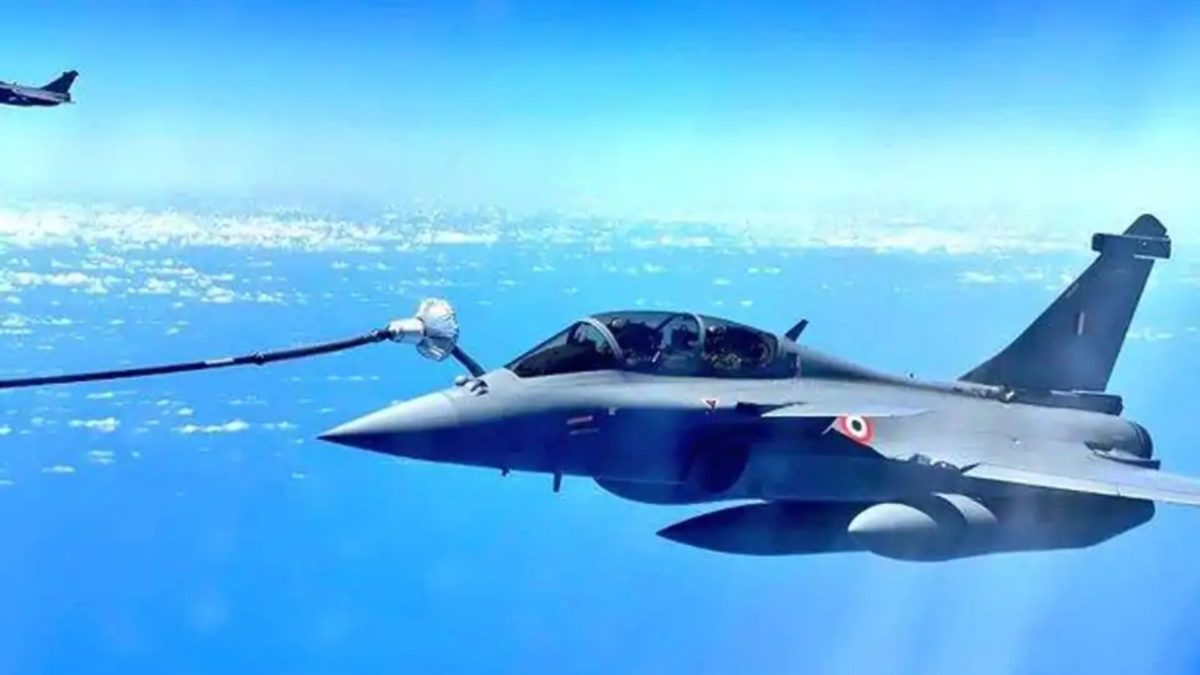 Rafale jets refuelled on air