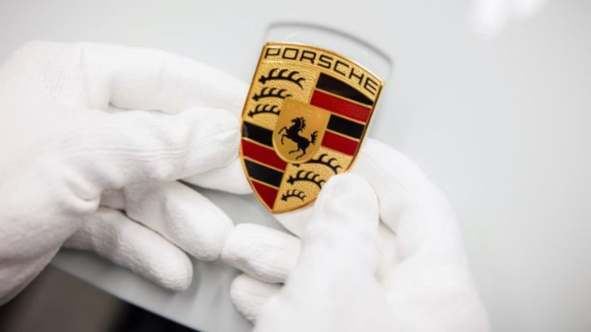 The history of the Porsche Crest.