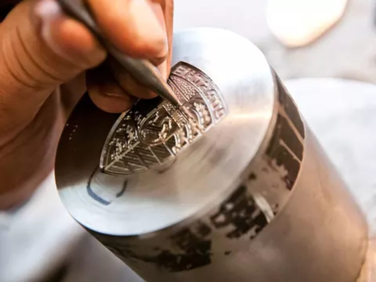 porsche crest making