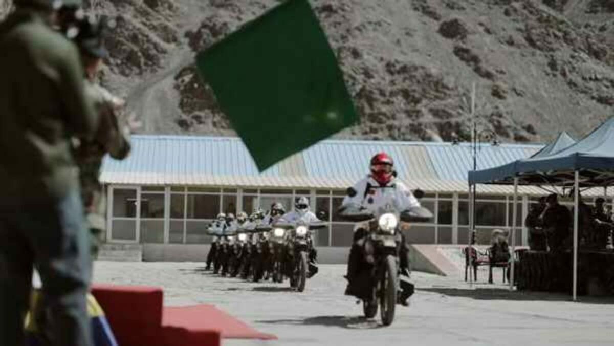 xindian army rides royal enfield himalayan1