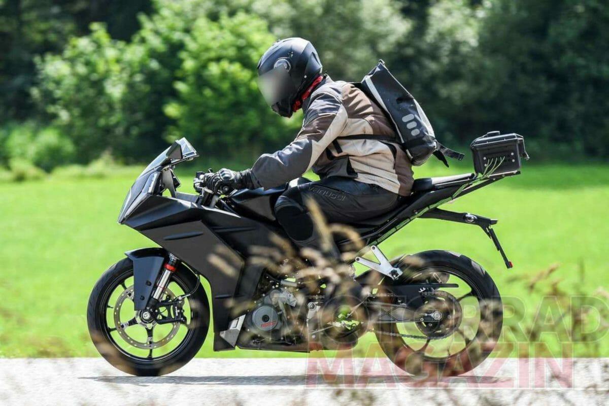 2021 KTM RC 390 spied (1)