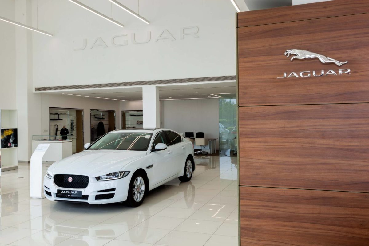 Jaguar land rover new retail facility (1)