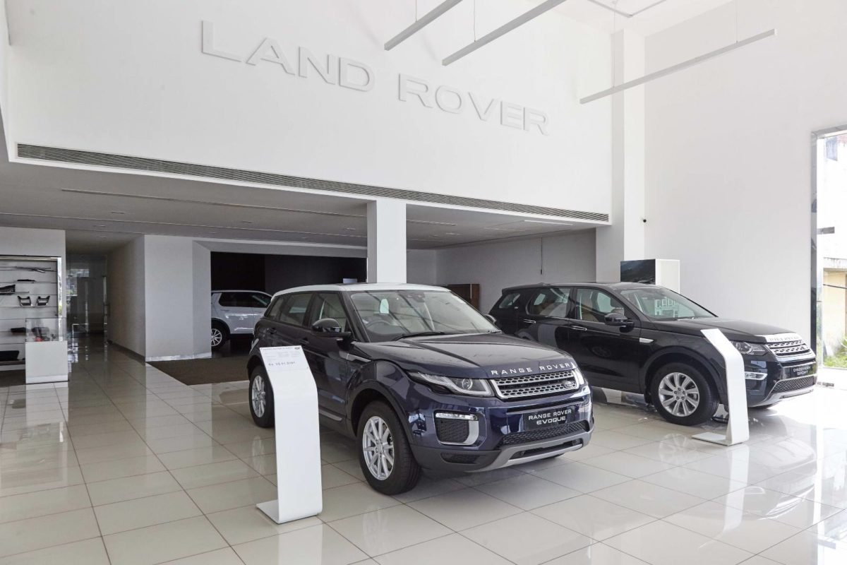 Jaguar land rover new retail facility (2)