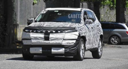 Jeep Compass 2022 facelift spied
