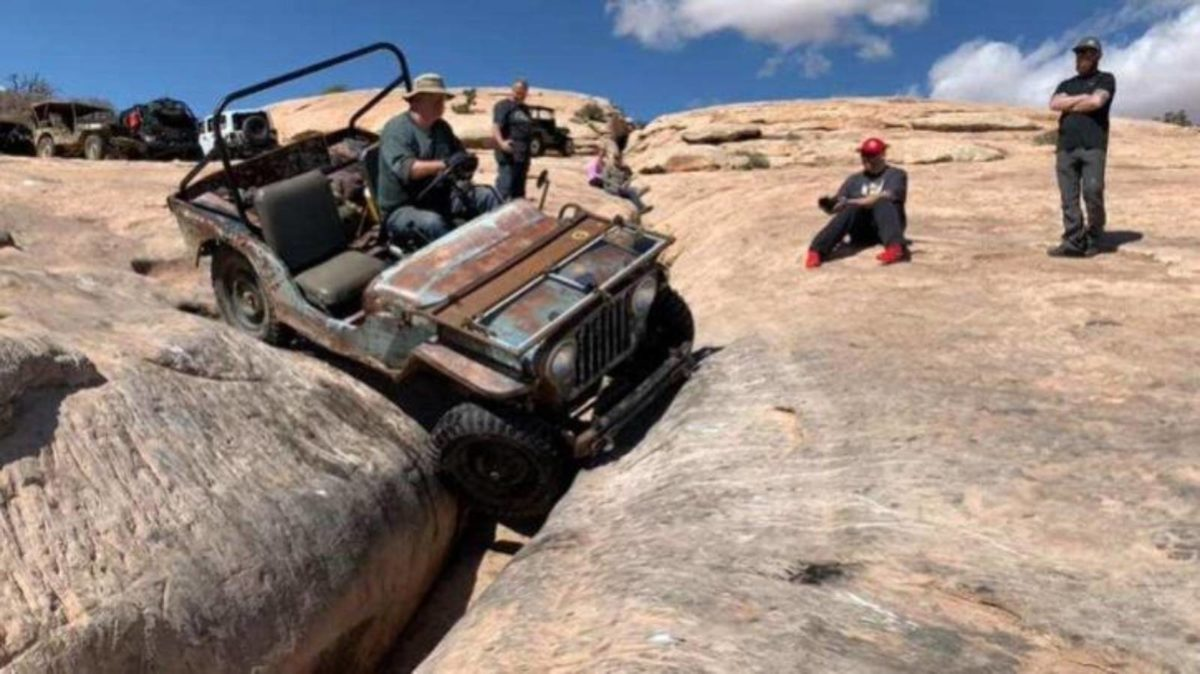 Jeep Willys CJ2A Golden Crack