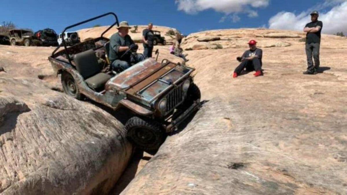 Jeep Willys CJ2A Golden Crack