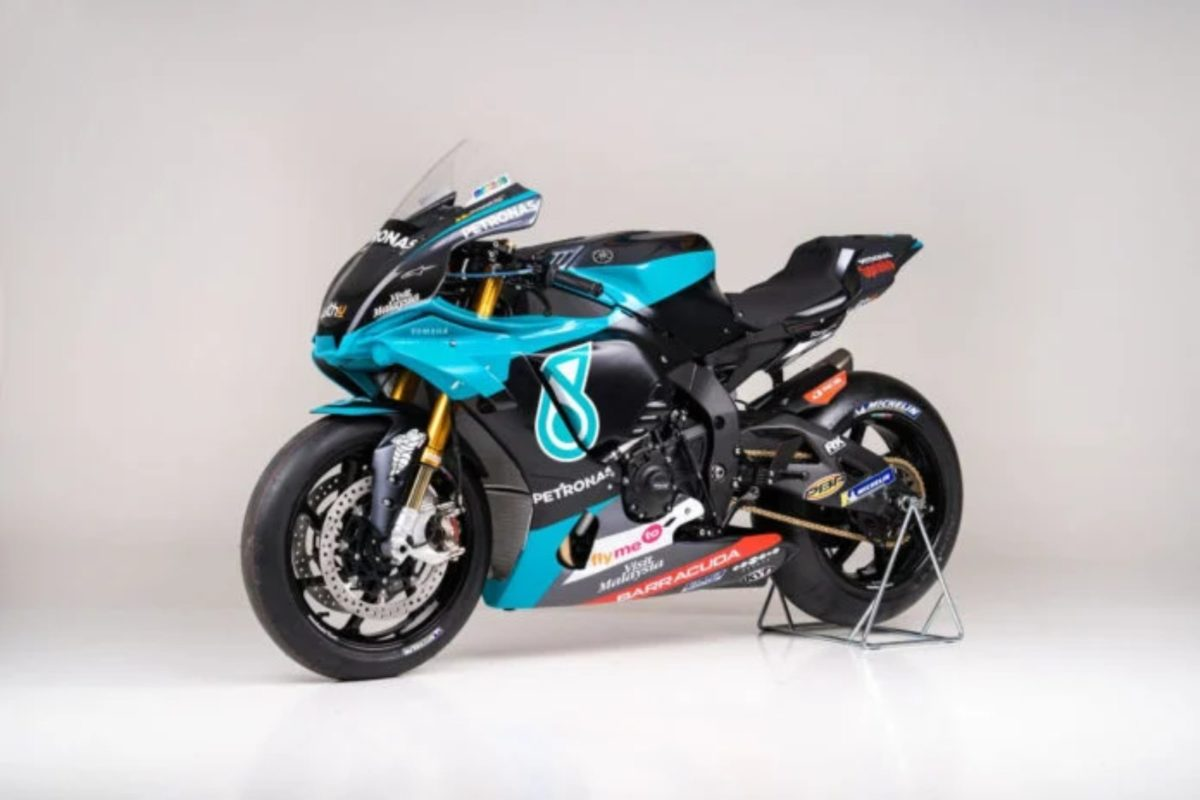 Petronas Yamaha YZF R1 Replica (1)
