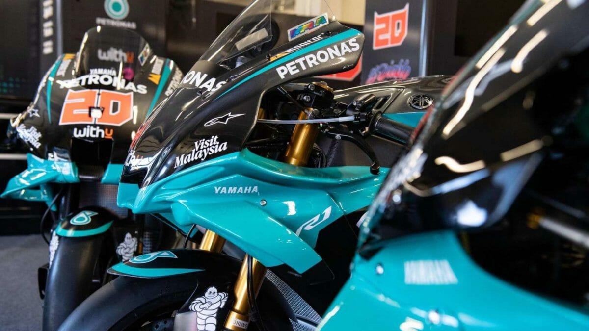 Petronas Yamaha YZF R1 Replica (3)