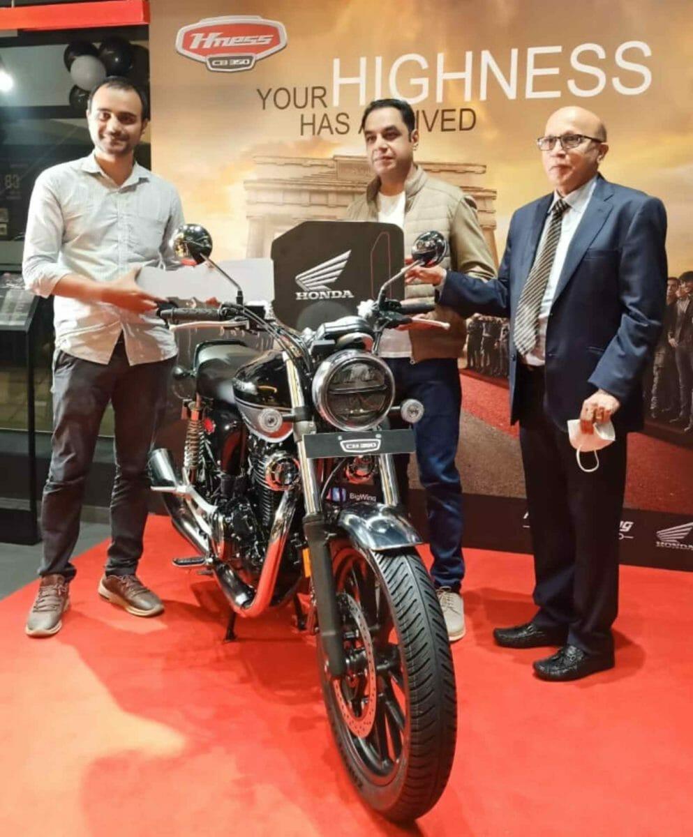 Mr. Yadvinder Singh Guleria, (Director – Sales & Marketing,HMSI) giving keys of H'ness CB350 to customer at Honda BigWing in Bengaluru