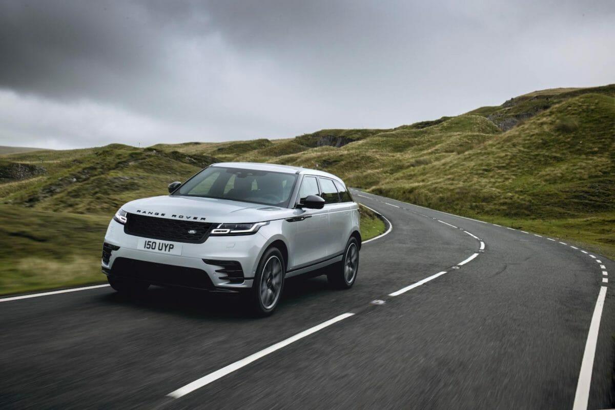 Range Rover Velar on road (1)