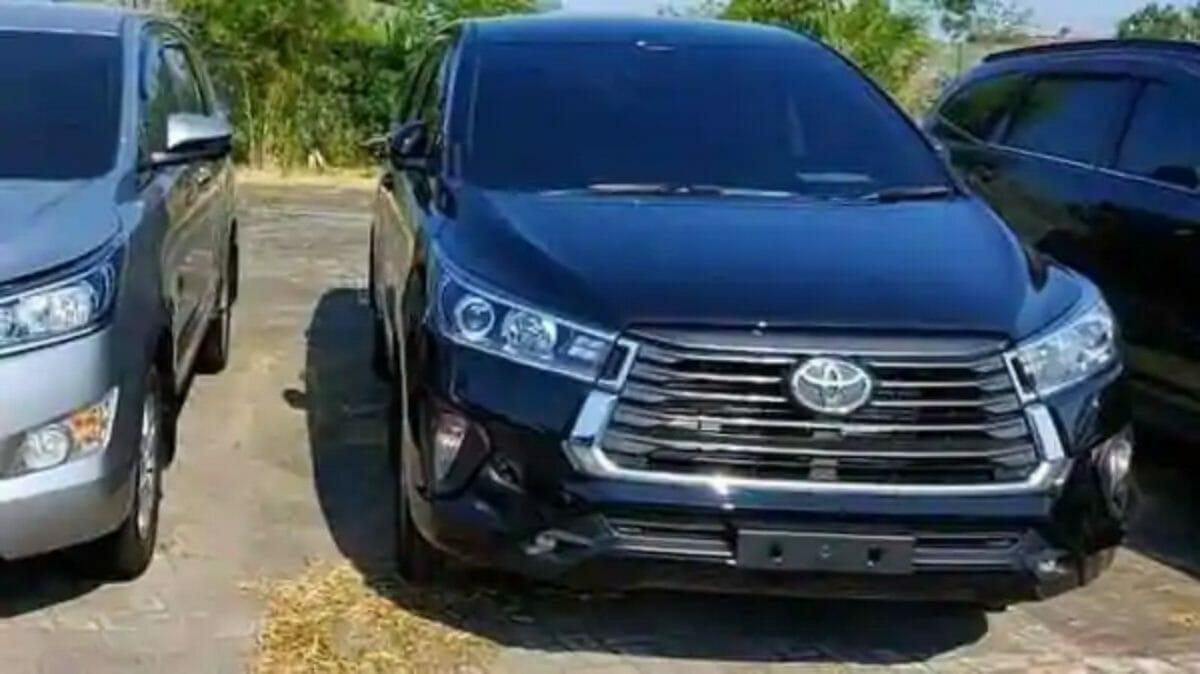 Toyota Innova Crysta facelift teaser (1)