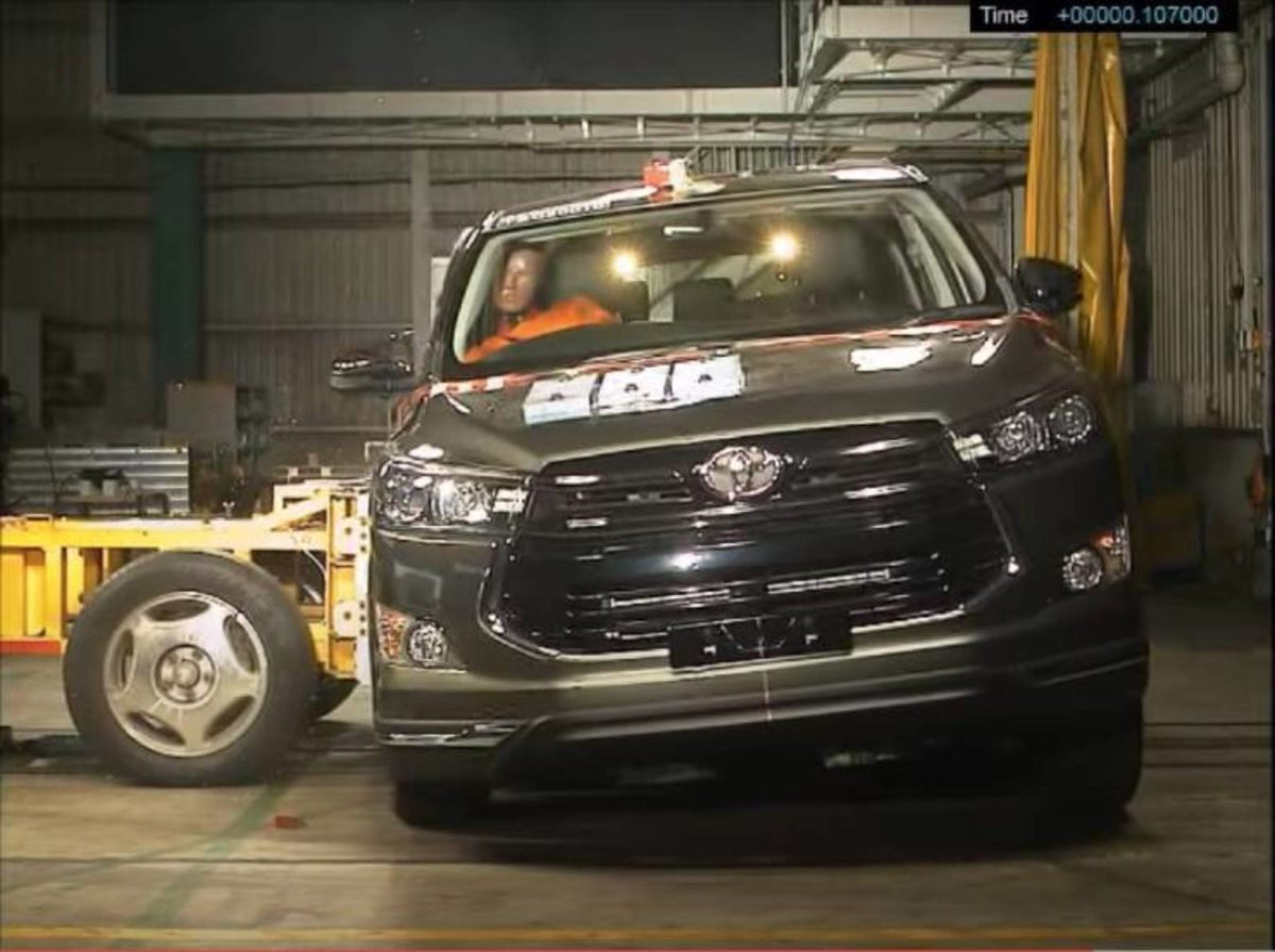 Toyota innova crash test