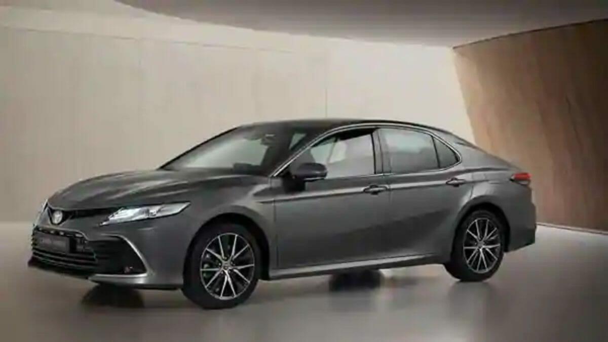 Toyota Camry Hybrid 2021 (1)