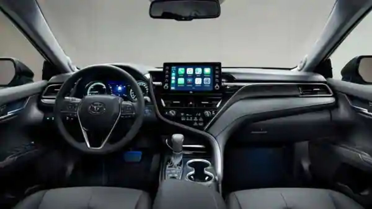 Toyota Camry Hybrid 2021 2 (1)