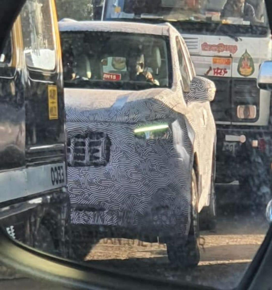 2021 Mahindra XUV500 spied again