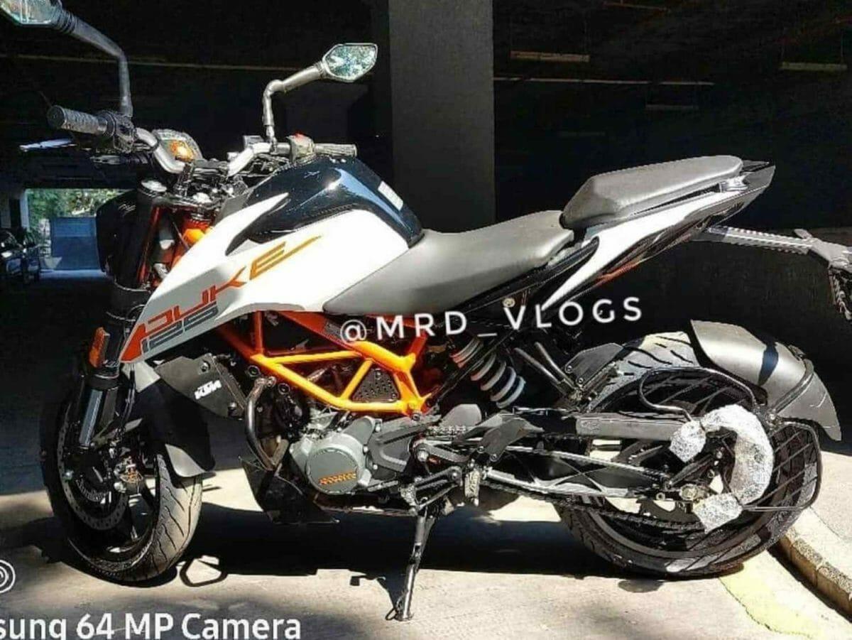 KTM Duke 125 2021 spied (1)