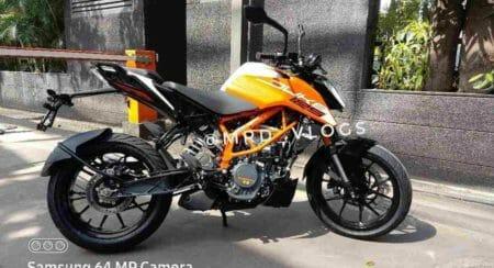 KTM Duke 125 2021 spied (2)
