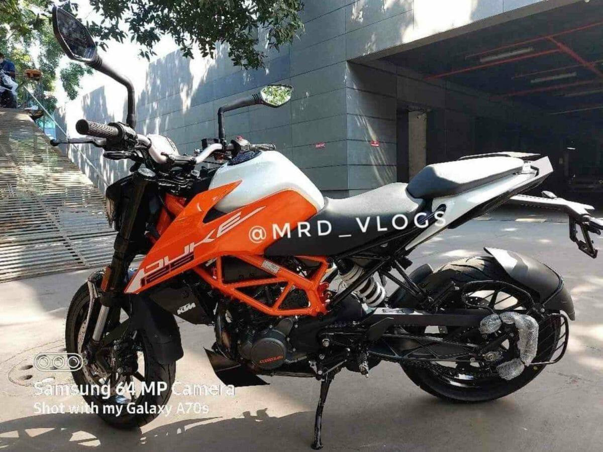 KTM Duke 125 2021 spied (3)