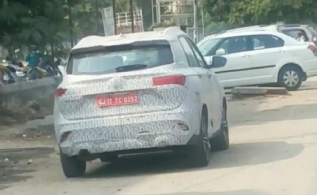 MG Hector facelift spied again (1)