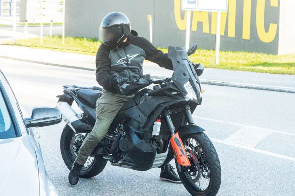 KTM 890 adventure facelift spied