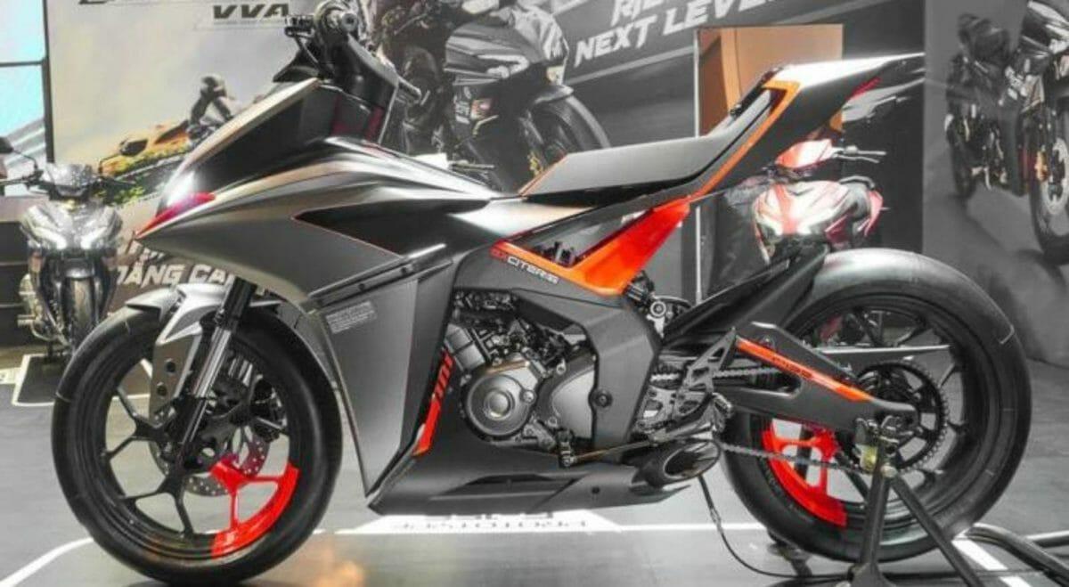 Yamaha F155 side look