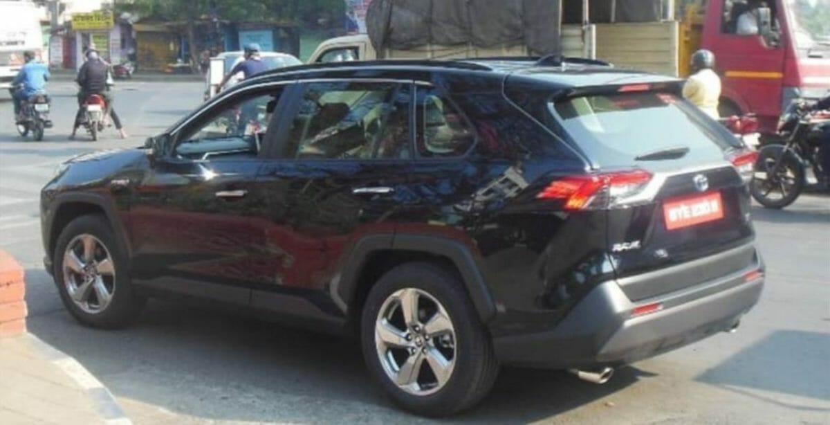 Toyota RAV4 spied in india