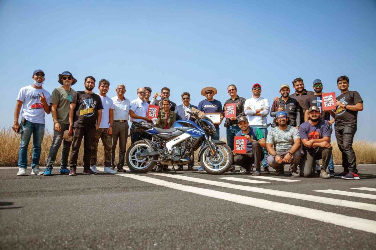 Bajaj Pulsar NS 200 Wheelie record (1)