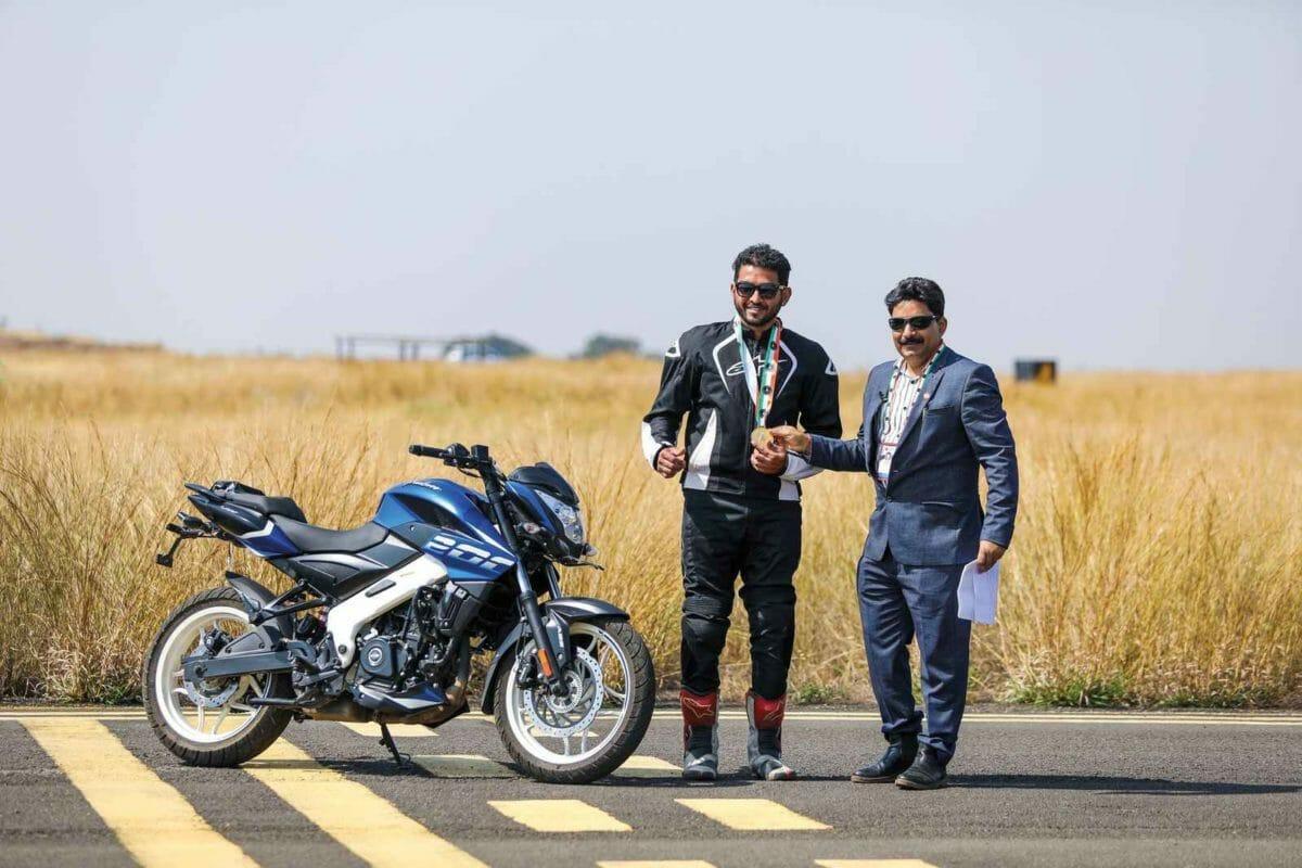 Bajaj Pulsar NS 200 Wheelie record (2)