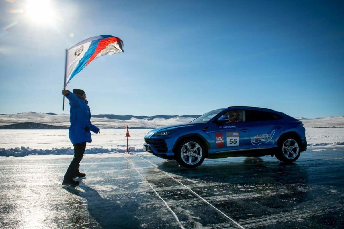 Lamborghini Urus on ice 3