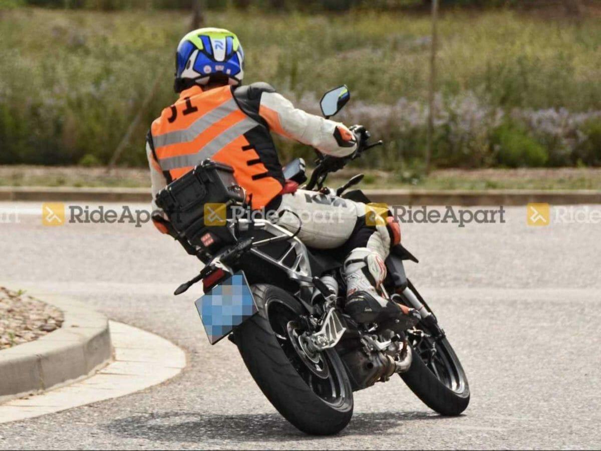 2022 KTM Duke 390 spied (2)