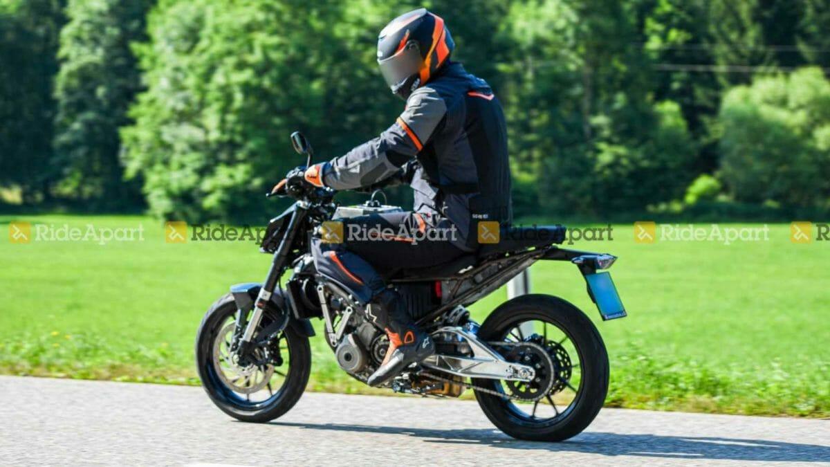 KTM Duke 125 spied (1)
